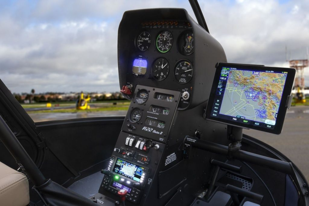 avidyne_400_series_ifd_w_ipad_in_r22.jpg